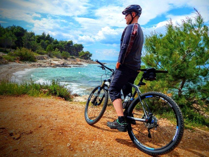 Ostrov Brač na dvoch kolesách